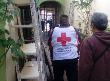 ¡Ciclopolicías municipales de Aguascalientes brindaron primeros auxilios a ancianita que sufrió una caída desde un segundo piso!