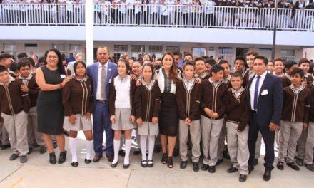 ¡Entrega Tere Jiménez velaria a estudiantes de secundaria!