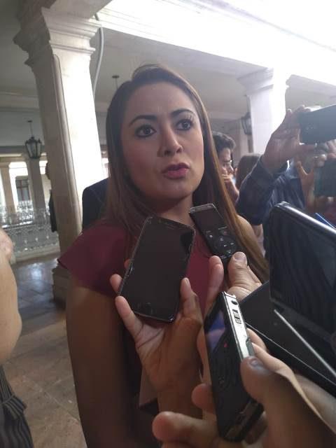 ¡El Cabildo ratifica a funcionarios municipales, Teresa Jiménez por su parte les exige buenos resultados!