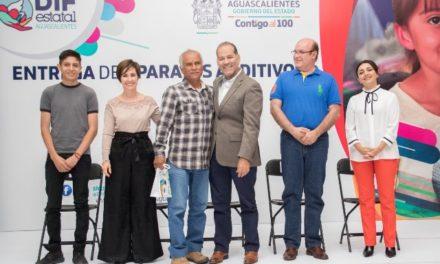 ¡Gobernador del Estado y presidenta del DIF entregan de manera gratuita más de 200 aparatos auditivos!