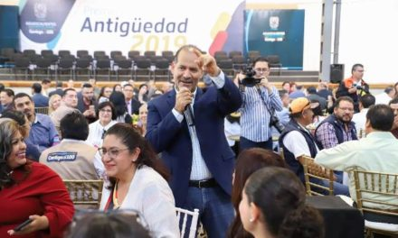 ¡Reconoce Martín Orozco a servidores públicos comprometidos con su labor!