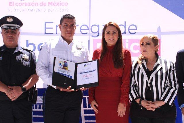 ¡Reconoce Tere Jiménez a policías municipales por su compromiso con la ciudadanía!