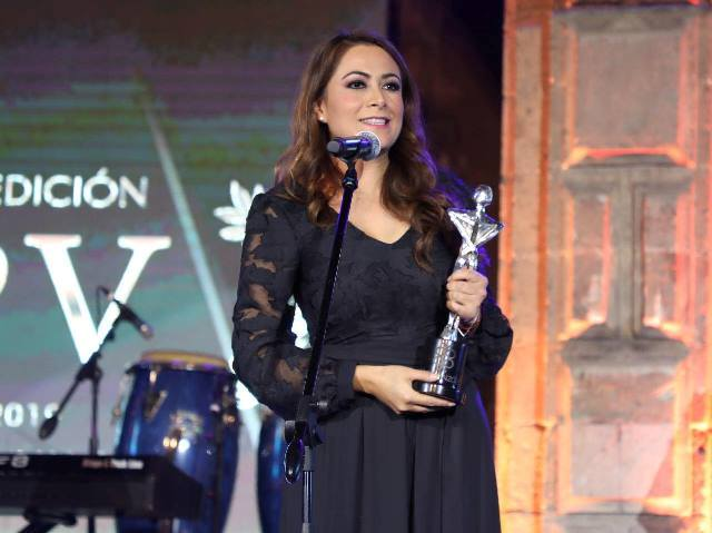 ¡Tere Jiménez recibe premio al municipio con mayor inversión y generación de empleos!