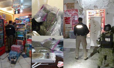 ¡Agentes federales detuvieron a 2 vendedores de drogas en una narco-tienda de abarrotes en Aguascalientes!