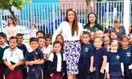 ¡Entrega Tere Jiménez obras por 1.2 millones de pesos a la Primaria México!