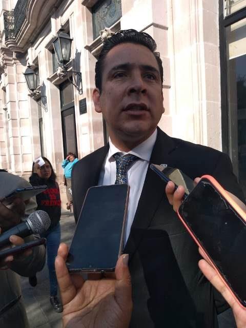¡Recortar dinero a los partidos políticos tiene como objetivo debilitar las instituciones: Gustavo Báez!