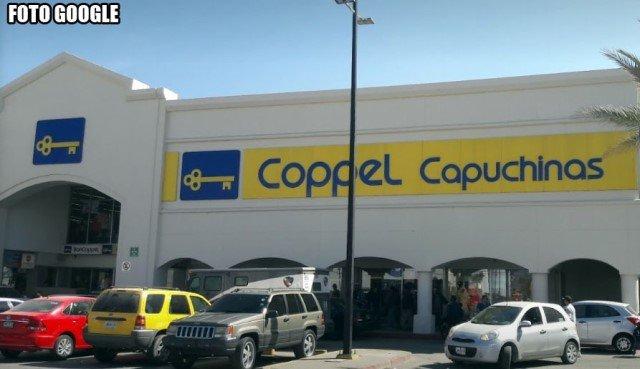 ¡Delincuentes asaltaron la tienda Coppel en Plaza Capuchinas en Lagos de Moreno!