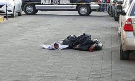 ¡Dejaron a otro hombre ejecutado y decapitado afuera de la Presidencia Municipal de Loreto!