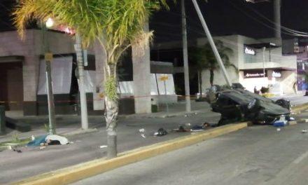 ¡1 muerto y 1 lesionada dejó choque-volcadura entre 2 autos en Aguascalientes!