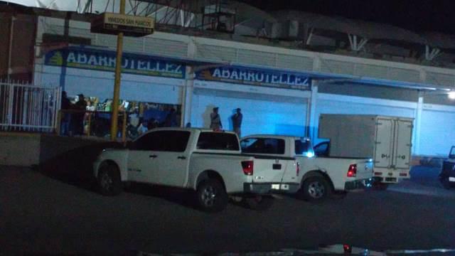 ¡2 encapuchados pistoleros asaltaron una abarrotera en Aguascalientes y se llevaron $200 mil en efectivo!