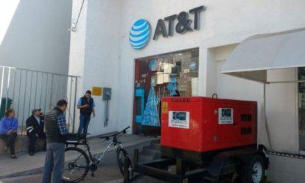 ¡2 delincuentes asaltaron una tienda AT&T en la Zona Centro de Aguascalientes!