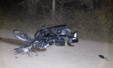 ¡Adolescente motociclista murió aplastado por un camión torton en Aguascalientes!