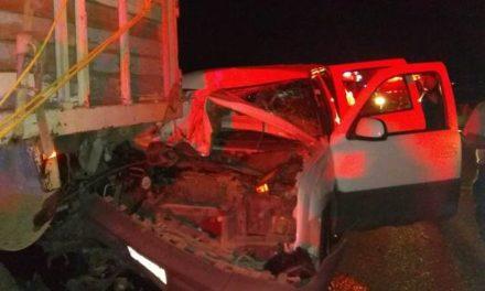 ¡Choque entre una camioneta y un tractocamión dejó 4 zacatecanas lesionadas!