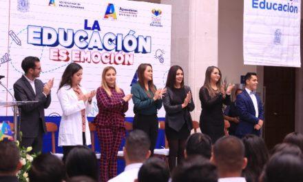 ¡Tere Jiménez reconoce a estudiantes que prestaron su servicio social en el Ayuntamiento!