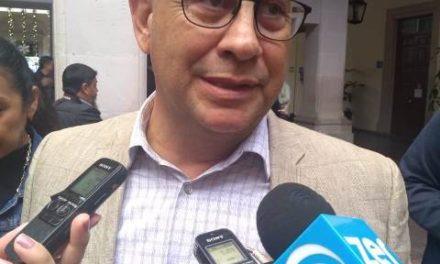 ¡Se roban el alumbrado público, aparatos de la pista de hielo y hasta las nochebuenas, acusa Claudio González!