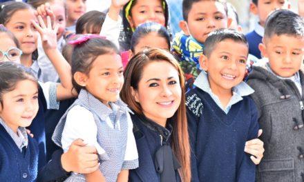 ¡Tere Jiménez entrega obras a alumnos de la primaria Humberto Ramírez Díaz!