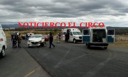 ¡Trágica carambola entre 4 vehículos en Lagos de Moreno: 2 muertos y 4 lesionados!