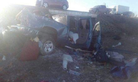 ¡Volcadura de camioneta dejó 3 zacatecanos muertos y otro lesionado!