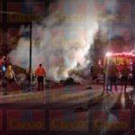 ¡Auto se volcó e incendió en Fresnillo: 2 muertos!