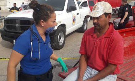 ¡Fuerte choque entre un auto y una camioneta dejó 3 lesionados en Aguascalientes!