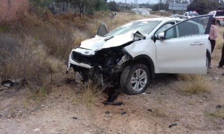 ¡Choque-volcadura entre una camioneta y una motocicleta dejó 1 muerto en Aguascalientes!