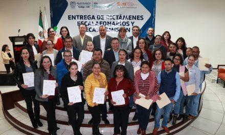 ¡Entrega IEA dictámenes escalafonarios a personal de apoyo y asistencia a la educación y becas comisión a docentes!