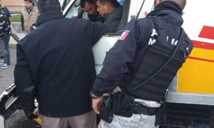 ¡Repartidor de botanas quedó prensado y lesionado tras un accidente en Aguascalientes!