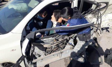 ¡Choque-volcadura entre 2 camionetas dejó 1 mujer muerta en Aguascalientes!