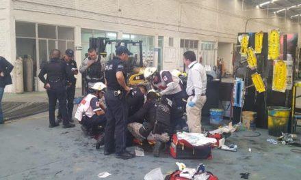 ¡Empleado murió tras caerle encima varillas de metal en una empresa en Aguascalientes!