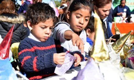 ¡Nuevo taller para niñas y niños en los Centros Crecer: elaboración de piñatas!