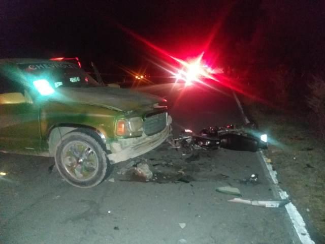 ¡Choque entre una camioneta y una motocicleta dejó 1 muerto y 1 lesionado en Aguascalientes!