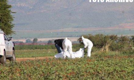 ¡Semi-enterrado y putrefacto hallaron a un hombre en un predio agrícola en Fresnillo!