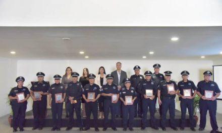 ¡Reciben policías de Jesús María reconocimiento público por más de diez años de trayectoria!