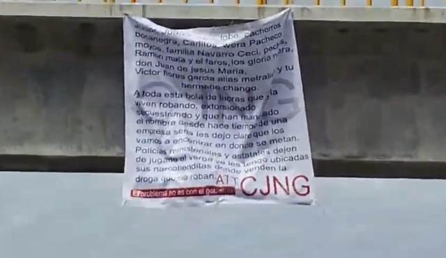 ¡CJNG colgó dos narco-mantas en puentes peatonales en Aguascalientes!