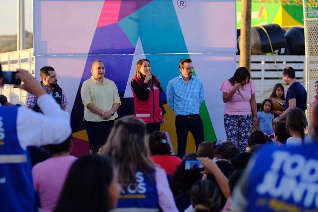 ¡Tere Jiménez entrega tinacos a familias del oriente de la ciudad!