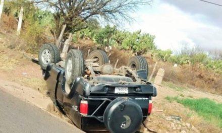 ¡Volcadura de una camioneta en Río Grande dejó saldo de un muerto!