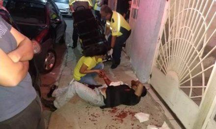 ¡2 hombres lesionados tras ser apuñalados por 2 tipos y 2 mujeres en Aguascalientes!
