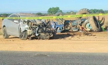 ¡Choque entre un tractor y un auto dejó 1 muerto y 1 lesionado en Pinos!