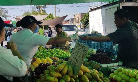 ¡Brigadas médicas del ISSEA visitan tianguis y mercados para promocionar medidas de prevención del COVID-19!