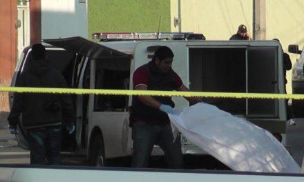 ¡Ejecutaron a un hombre e hirieron a dos más en una camioneta en Luis Moya!