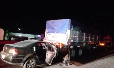 ¡Automovilista murió tras chocar contra un tractocamión en Aguascalientes!