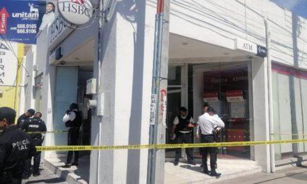 ¡Hombre murió de un paro respiratorio dentro de un banco en Aguascalientes!