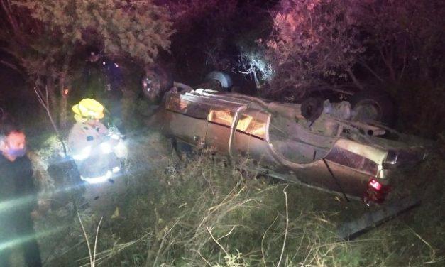 ¡1 muerto tras volcadura de una camioneta en Calvillo, Aguascalientes!
