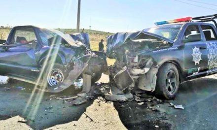¡1 muerta y 7 lesionados tras choque entre una camioneta y una patrulla de la METROPOL en Zacatecas!