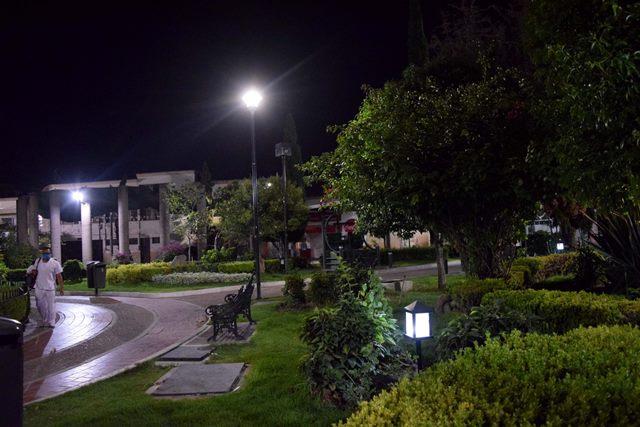 ¡Municipio rehabilita alumbrado en jardines tradicionales!