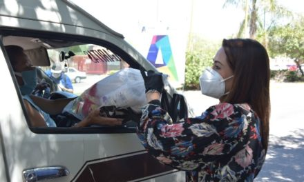 ¡Tere Jiménez acerca apoyos alimenticios a choferes de combis!