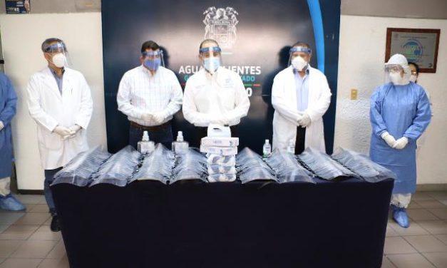 ¡Entrega gobernador Martín Orozco insumos médicos a personal del Hospital General de Calvillo!