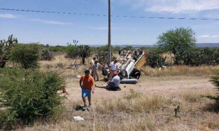 ¡Vecino de Loreto resultó lesionado tras choque-volcadura en Aguascalientes!