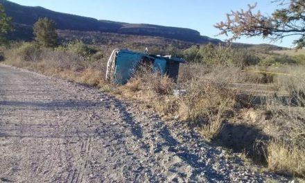 ¡1 muerto y 2 lesionados tras volcadura de camioneta en Calvillo, Aguascalientes!