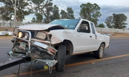 ¡Grave chofer de camioneta que fue chocado por sujetos armados en Aguascalientes!
